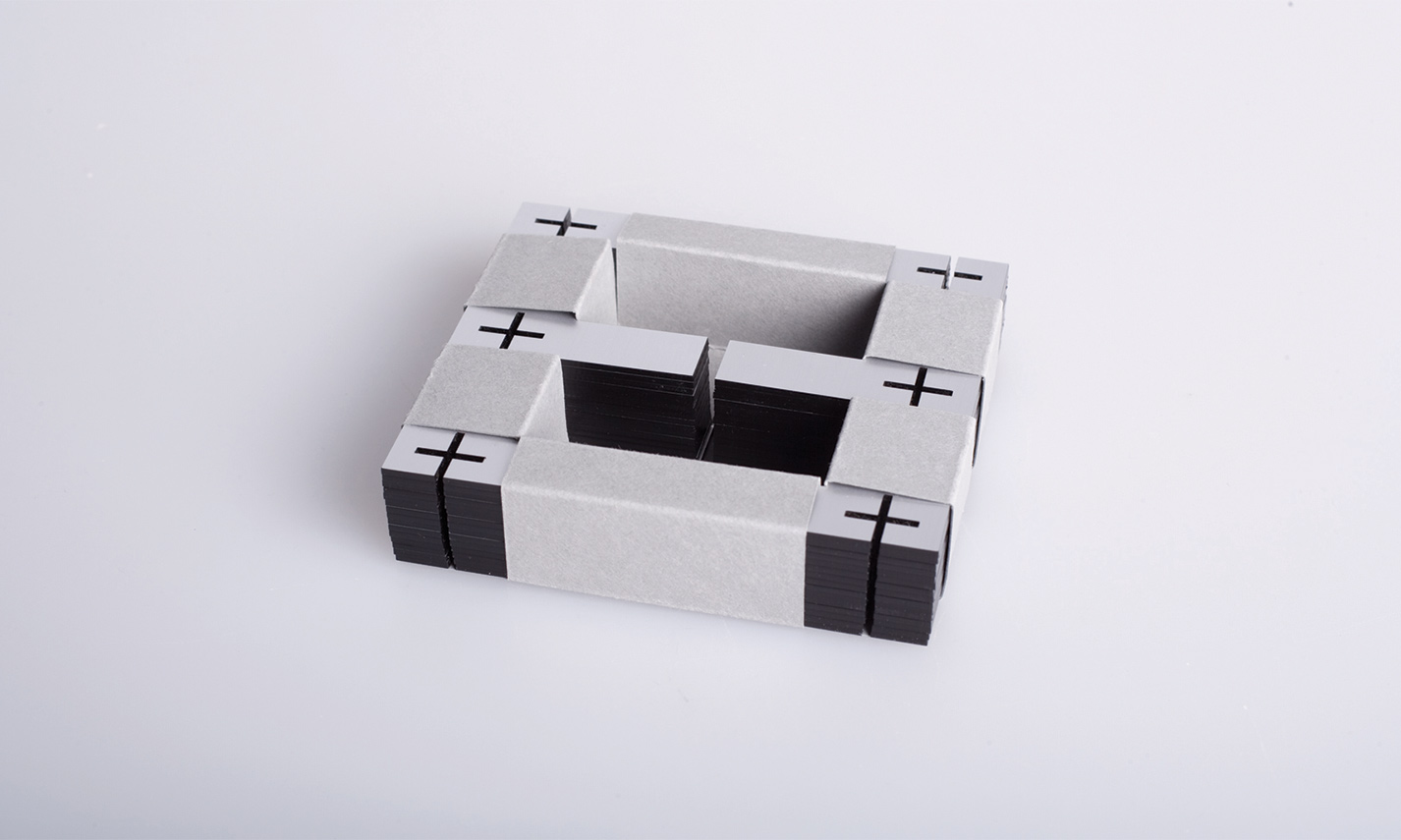 Esteck Steckskulptur Buchstabe Letter E Packaging